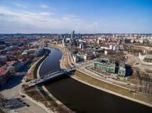 Vilnius pejzaż miejski Neris w tle i rzeka Lithuania Zdjęcia Stock