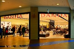 Vilnius stadspanorama shoppar inre sikt för mitt Arkivbild