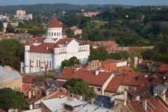 Vilnius stadssikt med den ortodoxa kyrkan av den heliga modern av guden Fotografering för Bildbyråer