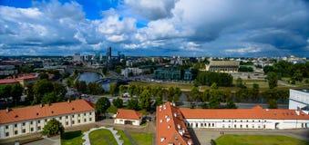 Vilnius-Stadt und Draufsicht der Wolken Lizenzfreie Stockfotos