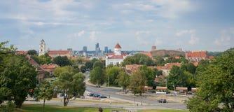 Vilnius-Stadtansicht von Gediminas Castle Hills zur alten und neuen Stadt, Vilnius, Litauen UNESCO-Weltkulturerbeliste Lizenzfreies Stockbild