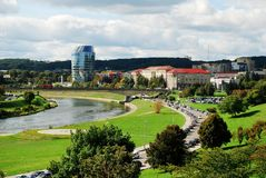 Vilnius-Stadtpanorama mit Fluss Neris am 24. September 2014 Lizenzfreies Stockbild