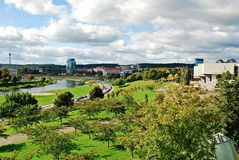 Vilnius-Stadtpanorama mit Fluss Neris am 24. September 2014 Lizenzfreie Stockfotografie