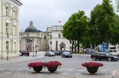 Vilnius, uitgang aan Kathedraalvierkant Paleis van Groot Hertogdom van Lith Stock Foto's