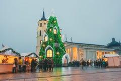 Vilnius- und Weihnachtsbaum in Vilnius Litauen 2015 Stockfotografie