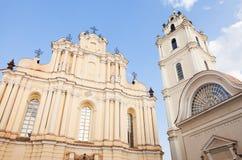 Vilnius universitet, St Johns kyrka och klockstapel Arkivbild