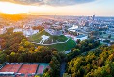 Vilnius widok z lotu ptaka przy zmierzchem fotografia stock