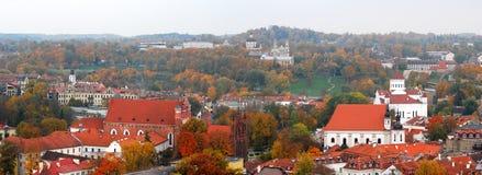 Vilniuspanorama in de herfst Stock Foto's