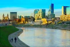 Vilniusstad met de herfstmening van rivierneris royalty-vrije stock afbeelding