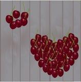 Vilozhenaya c以心脏的形式在derevyanye背景的  免版税库存照片