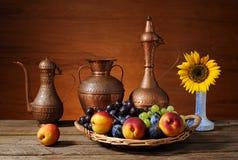 Vimine della merce nel carrello della frutta fresca Immagine Stock Libera da Diritti