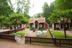 VIMMERBY SVERIGE - Juni 19 2018 - värld för Astrid Lindgren ` s, Astrid Lindgrens Varld nöjesfält Bullerby bullrig by royaltyfri bild