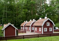VIMMERBY SVERIGE - Juni 19 2018 - värld för Astrid Lindgren ` s, Astrid Lindgrens Varld nöjesfält Bullerby bullrig by arkivfoton