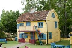VIMMERBY SVERIGE - Juni 19, 2018, värld för Astrid Lindgren ` s, Astrid Lindgrens Varld nöjesfält Villa Villekulla arkivbild