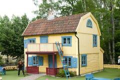 VIMMERBY SVERIGE - Juni 19, 2018, värld för Astrid Lindgren ` s, Astrid Lindgrens Varld nöjesfält Villa Villekulla royaltyfria bilder