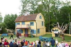 VIMMERBY SVERIGE - Juni 19, 2018, värld för Astrid Lindgren ` s, Astrid Lindgrens Varld nöjesfält Villa Villekulla royaltyfri bild