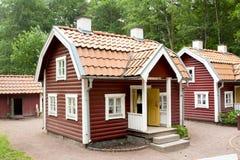 VIMMERBY, ZWEDEN - Juni 19 2018 - de Wereld van Astrid Lindgren ` s, Astrid Lindgrens Varld-themapark Bullerby lawaaierig dorp royalty-vrije stock fotografie