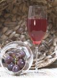 Vin avec des raisins Images libres de droits