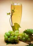 Vin blanc en verre Photographie stock