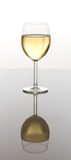 vin blanc en verre Photos stock