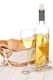 Vin blanc, pain et baril images libres de droits