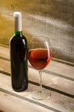 Vin Bouteille de vin et glaces de vin Image stock