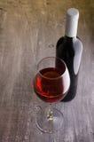 Vin Bouteille de vin et glaces de vin Photos libres de droits