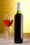 Vin Bouteille de vin et glaces de vin Images stock