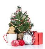 Vin brulé di Natale con l'albero di abete ed il contenitore di regalo Immagini Stock