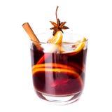 Vin brulé rosso caldo per l'inverno ed il Natale con la fetta arancio, Fotografie Stock Libere da Diritti