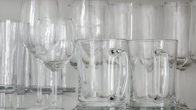 Vin-, champagne- och ölexponeringsglas royaltyfri foto