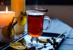 Vin chaud chaud dans un verre Photo stock