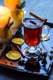 Vin chaud chaud dans un verre Image stock