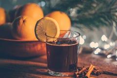 Vin chaud dans le temps de Noël image libre de droits