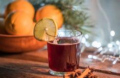 Vin chaud dans le temps de Noël image stock
