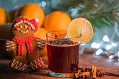 Vin chaud dans le temps de Noël photos libres de droits