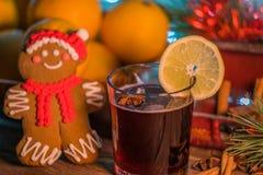 Vin chaud dans le temps de Noël photo libre de droits