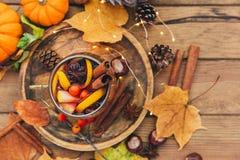 Vin chauffé Composition d'automne photographie stock