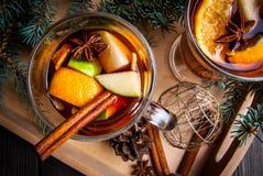 Vin chauffé par Noël Photos stock