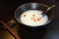 Vin de riz visqueux fermenté par Chinois Images libres de droits
