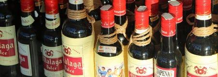 Vin espagnol dans une fenêtre de boutique Photo libre de droits