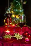 Vin et décorations pour Noël image stock