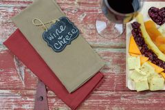 Vin et fromage rustiques Photographie stock