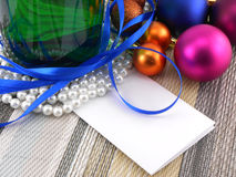 Vin et perles, boules de Noël réglées et carte vide Photo libre de droits
