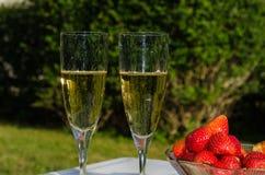 Vin mousseux et fraises Photo libre de droits