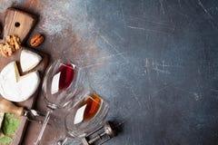 Vin, muttrar och ost arkivfoton