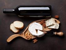 Vin, muttrar och ost arkivbilder