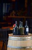 Vin och tunna royaltyfri bild