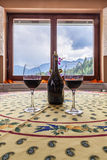 Vin på tabellen Royaltyfria Foton