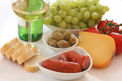 Vin, pain, fromage et vegies Photo stock